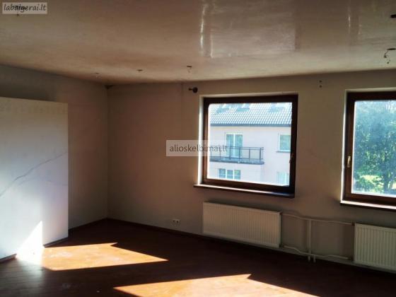Parduodamas 3 kambarių butas su rūsiu centre-alioskelbimai