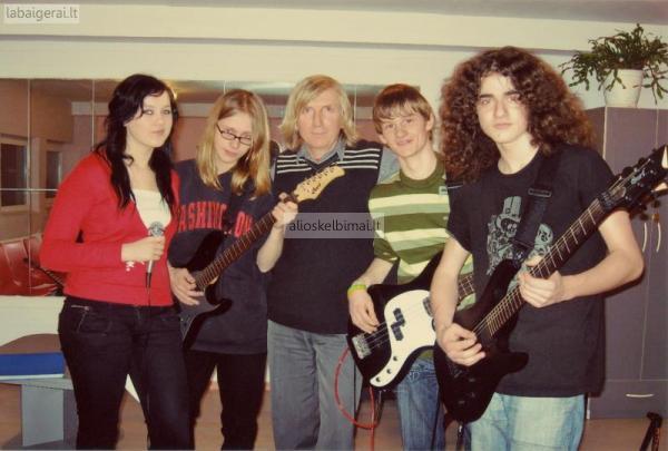 Gitaros pamokos-alioskelbimai