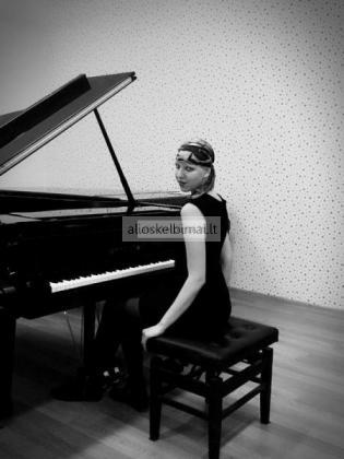 Profesonali muzikos mokytoja-alioskelbimai